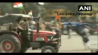 Apus attempt to mow down cops with tractors in Indian farmer riots.