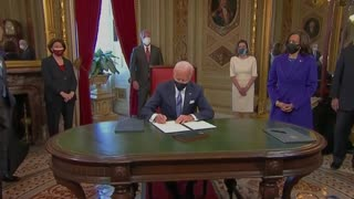 "Joe Biden ""I don't know what I'm signing"" signs executive order"