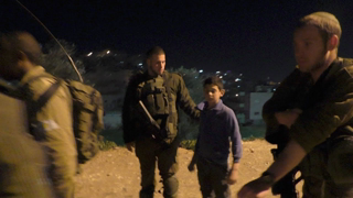Life under Occupation in Hebron: Israeli soldiers arrest two young brothers, 31 Jan. 2018